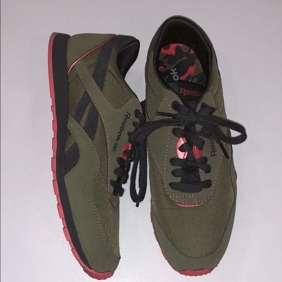 4c280a0c9dd REEBOK CLASSIC ARMY GREEN   PINK SNEAKERS